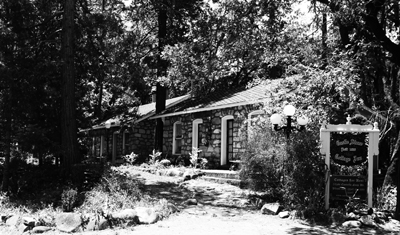 Castella's 1926 Castle Stone Cottage Inn Vacation Cottages &